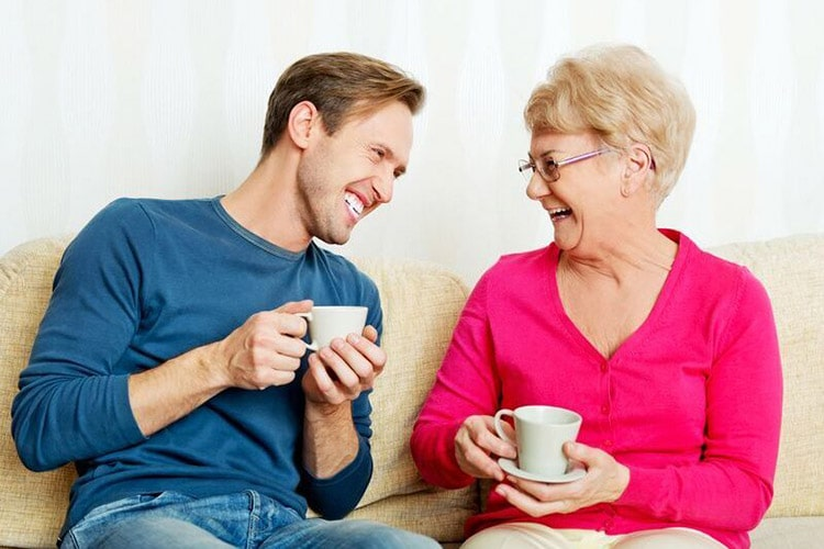Top 5 signs mom needs assisted living